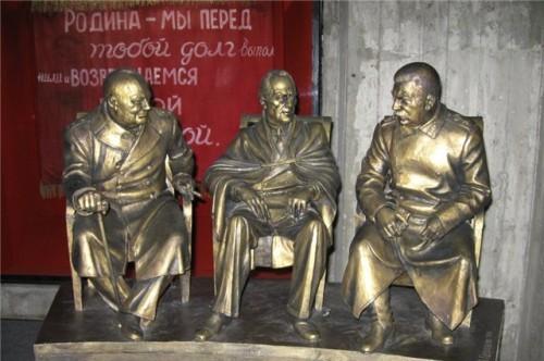 В Ливадийском дворце не знают где установить памятник «Большой тройке»