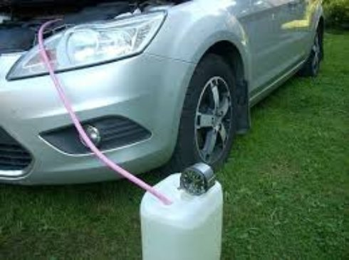Как правильно слить бензин с бака