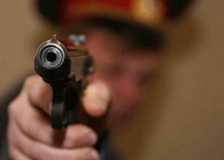 В результате конфликта полицейский застрелил бездомного