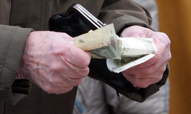 Мошенница обманывала пенсионеров и забирала у них деньги