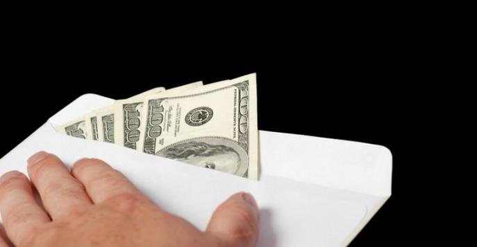 Севастополец предложил сотруднику полиции взятку в размере 5 тысяч долларов