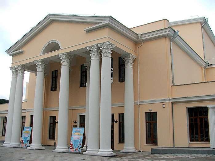 В Ялтинском театре Чехова ищут бомбу