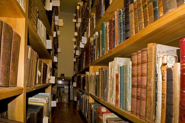 Библиотеки в Ялте получили новые книги от меценатов с Кубани
