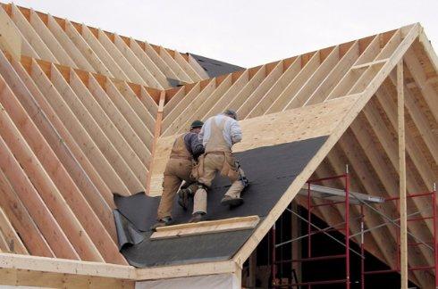 Замена крыши — плюсы и минусы укладки нового перекрытия на старое основание