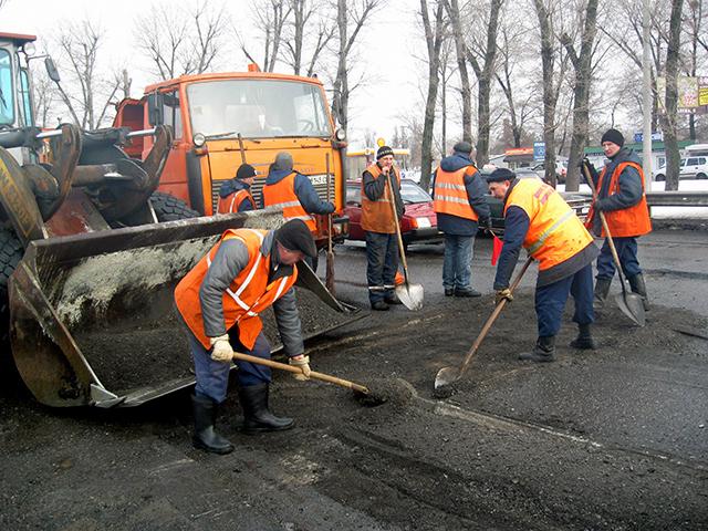 В Симферополе не могут осуществить качественный ремонт дорог