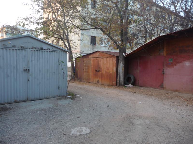 Около 5 тысяч гаражей в Симферополе установлены незаконно