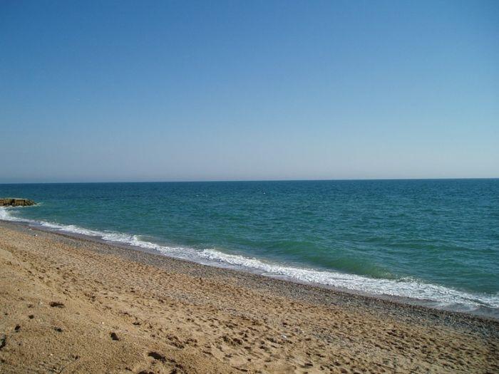 В Керчи снесли незаконные ограждения, перекрывающие доступ к морю