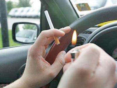 Союз молодежи предложил запретить курение за рулем