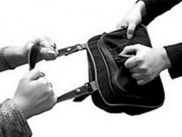 В Севастополе приезжий ограбил местную жительницу