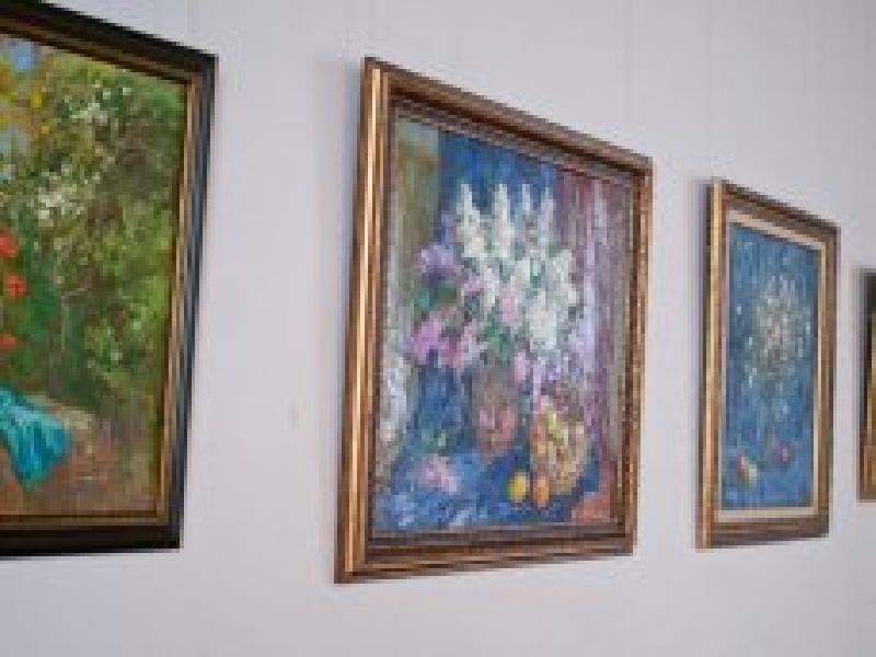 В Севастополе открылась выставка женщин-художниц