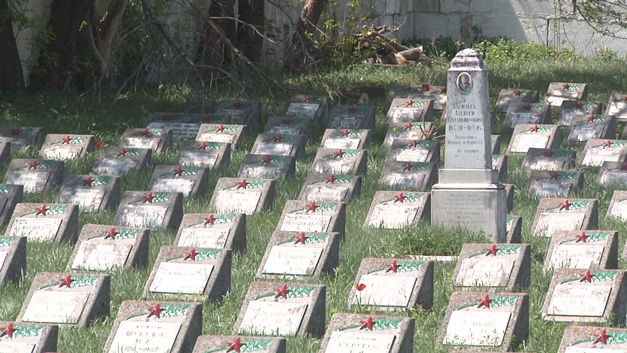 В Симферополе отреставрировали военное кладбище за счет средств спонсоров