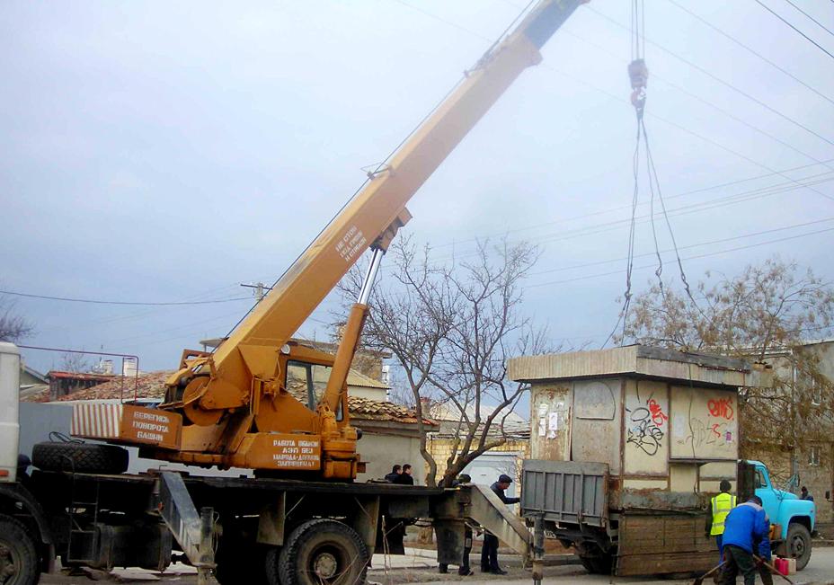 В Евпатории продолжают демонтировать незаконные торговые точки