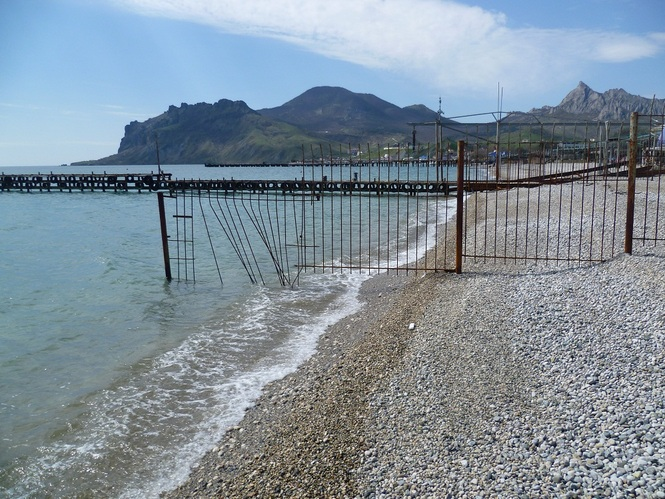 Аксенов поручил муниципальным властям навести порядок на пляжах