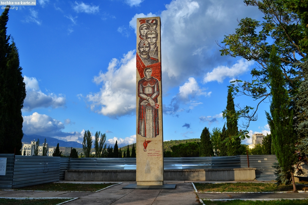В Алуште приступили к благоустройству памятника борцам за советскую власть