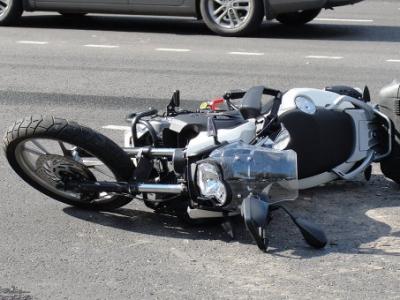 В Евпатории мотоцикл столкнулся с электроопорой: погибло два человека