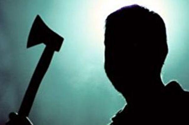Житель Севастополя с топором ограбил магазин
