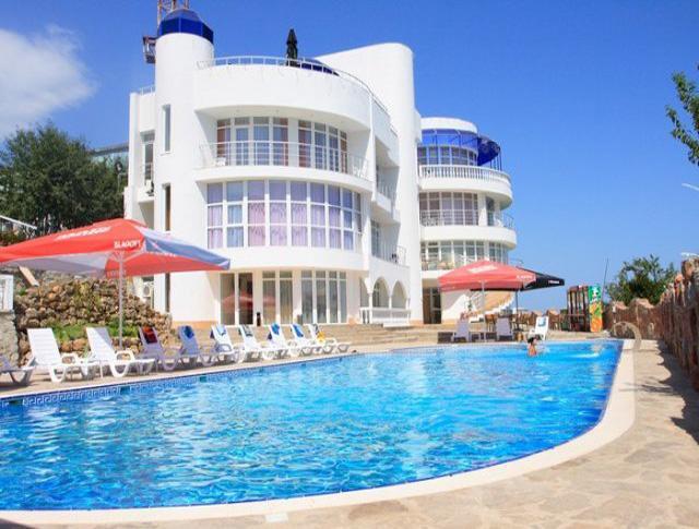Принимать туристов в Крыму готово лишь 152 отеля