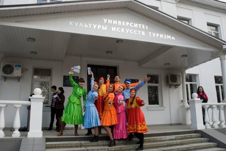 Сотрудники Крымского университета культуры незаконно получили 600 тысяч рублей