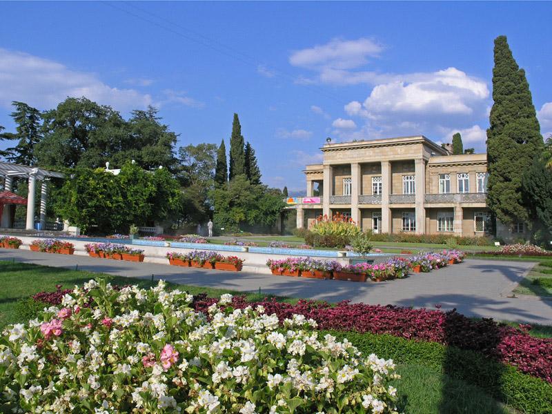 В этом году в Никитском ботаническом саду ожидают миллион посетителей