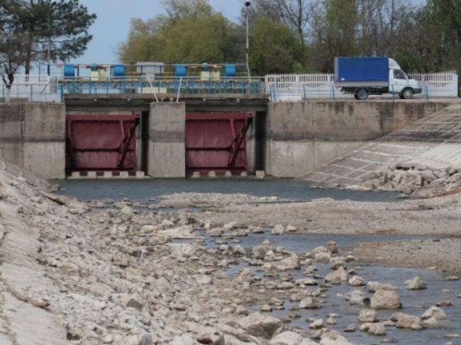 В Северо-Крымский канал начали перекачивать воду из водозаборов
