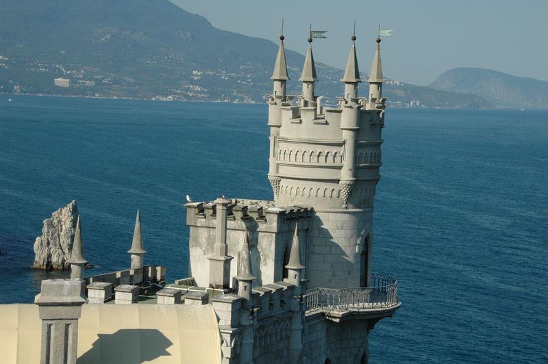 Для туристов на заправках Крыма оборудуют стойки с информацией