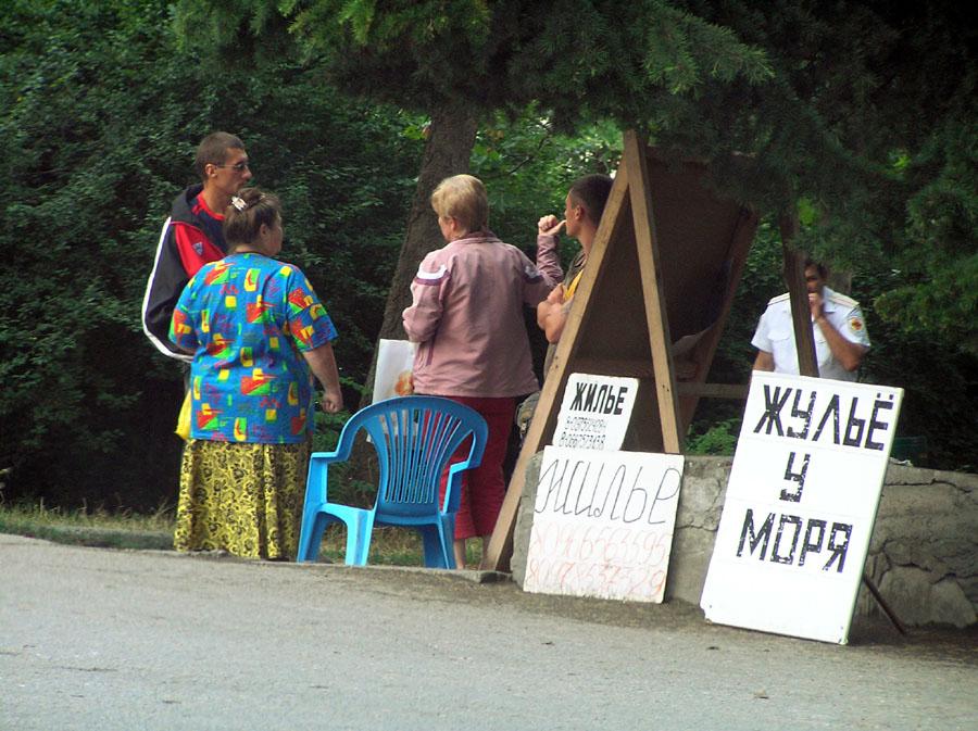 В Феодосии местные власти намерены бороться с нелегальным расселением туристов