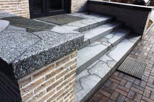 Выкладываем крыльцо и лестницу керамогранитной плиткой