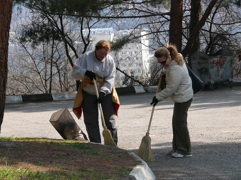 Ялтинские власти заставляли граждан убирать не свою территорию