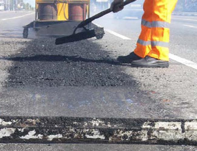 Рабочие не спешат ремонтировать дороги в Симферополе