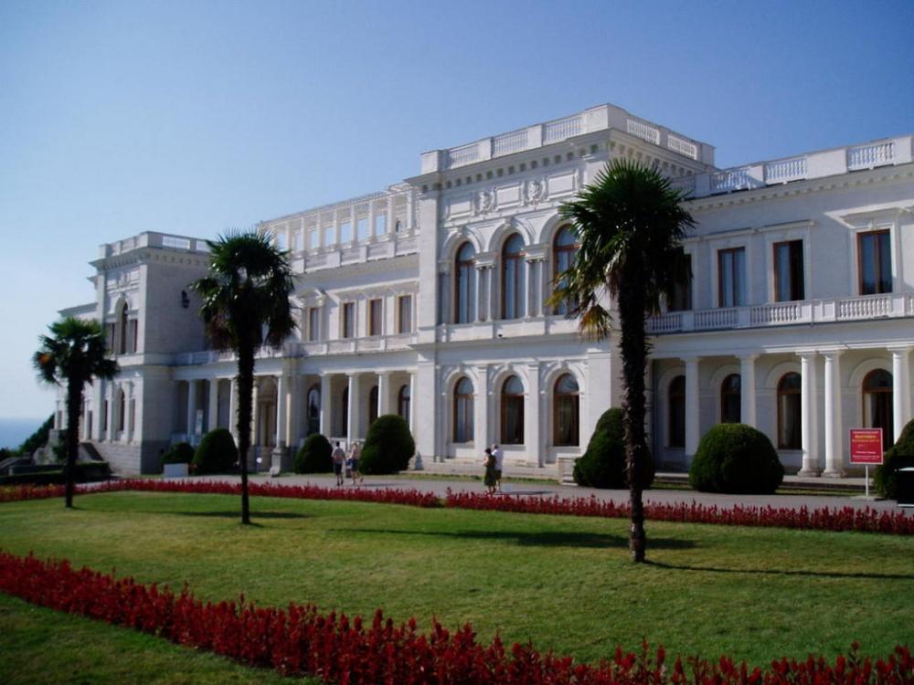 Аксенов пообещал оставить крымские дворцы в республиканской собственности