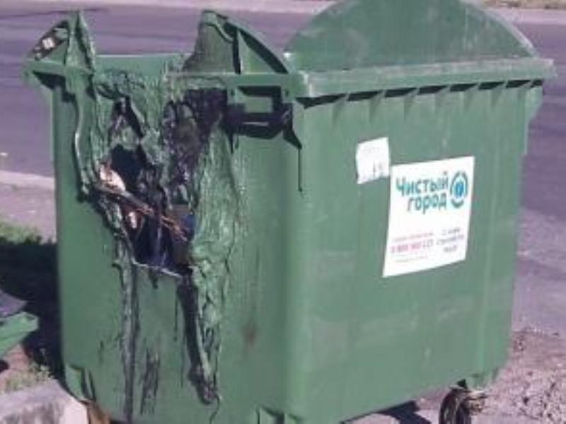 В месяц в Симферополе сгорает 20 мусорных контейнеров