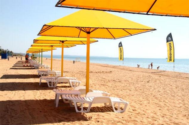 Для отдыхающих в Керчи доступно лишь 200 метров пляжа