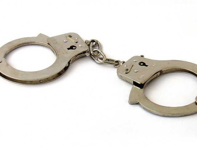 В Севастополе неизвестный мужчина избил продавца мобильных телефонов