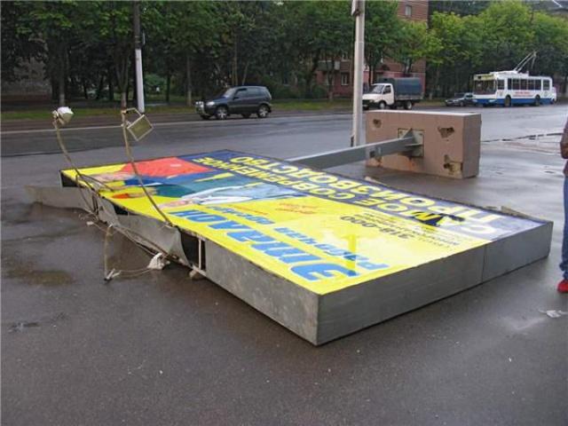 Власти Симферополя демонтировали 1,3 тысячи незаконных рекламных конструкций