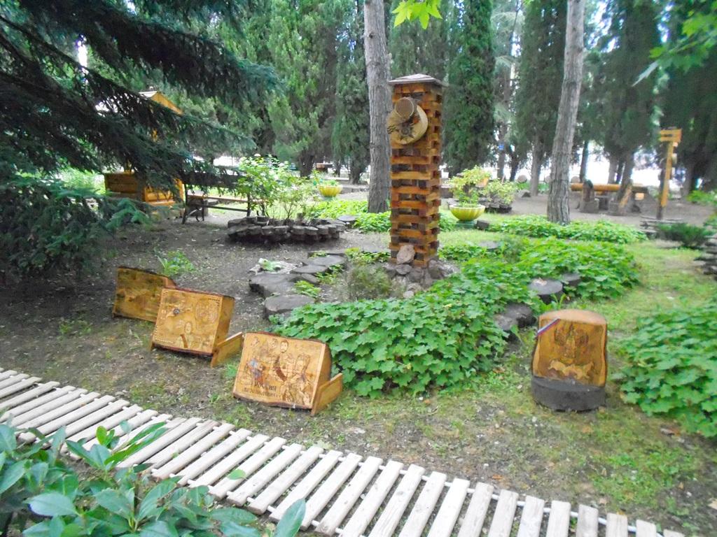 В туристическом комплекса «Чайка» открылась выставка картин на дереве