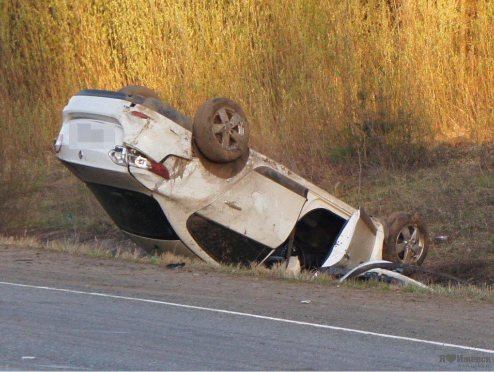 В Крыму машина вылетела в оросительный канал