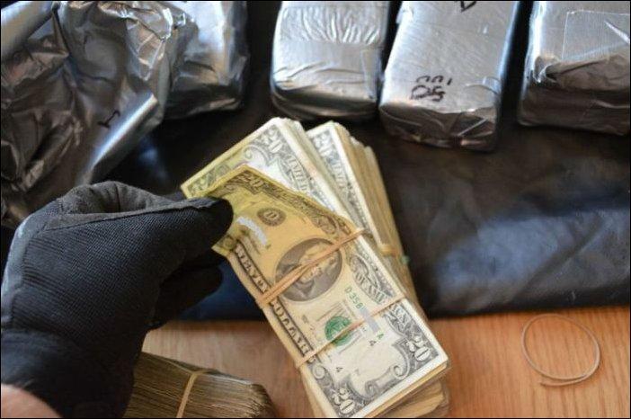 Автомобилист пытался вывезти из Крыма 30 тысяч долларов