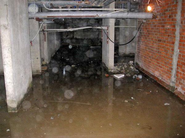 Некоторые подвалы в Симферополе до сих пор остаются затопленными