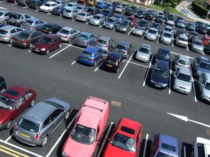 В Ялте насчитали более 10 незаконных парковок