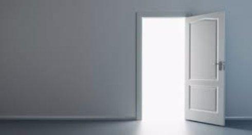 Особенности дверей из разных материалов