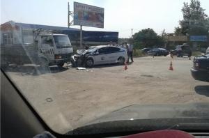 Автомобиль сотрудников ГИБДД попал в тройную аварию