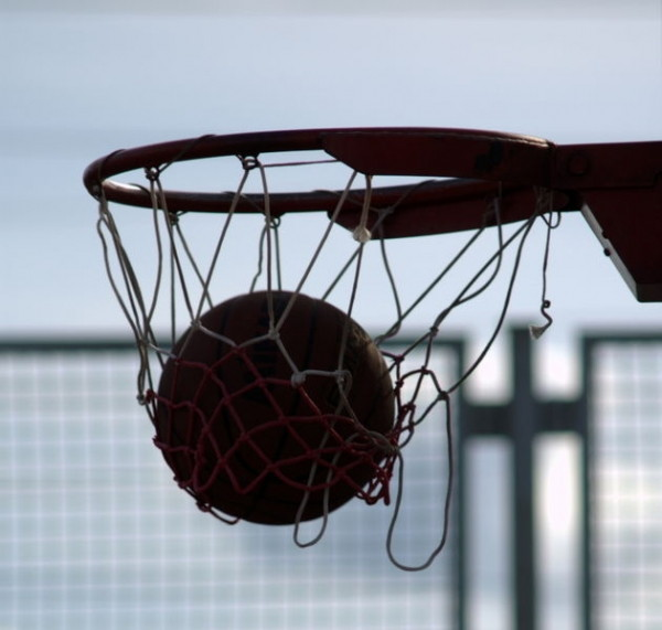 В Симферополе состоялись соревнования по уличному баскетболу