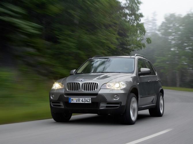 В Евпатории подросток едва не убил человека из-за BMW Х5