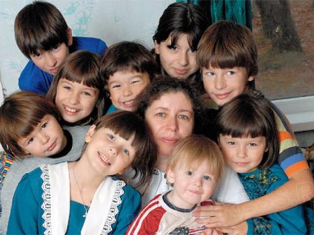 Многодетные семьи в Крыму получают 28 тысяч рублей на усыновленного ребенка