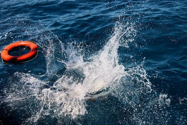 В Крыму затонула шлюпка с туристами