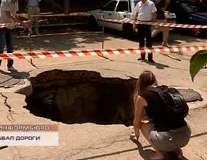 В Севастополе участок дороги на улице Геловани не выдержал вес большегрузного автомобиля