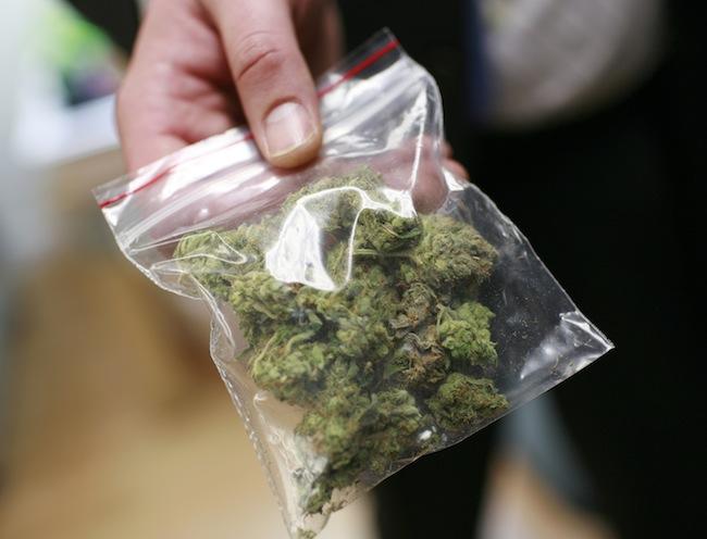 Полицейские изъяли у ялтинца наркотики