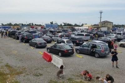 В порту «Кавказ» продолжает расти автомобильная очередь