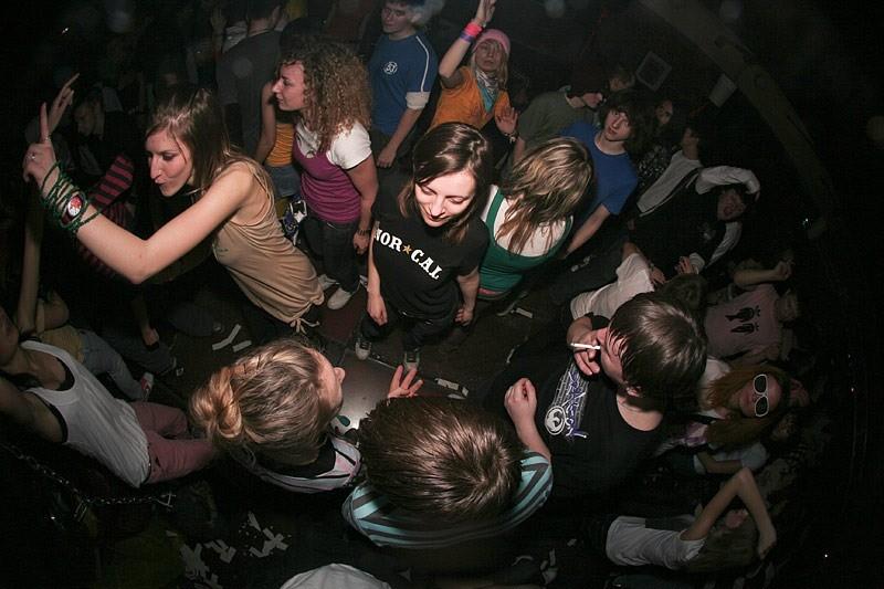 Владельцы скандальной дискотеки в Коктебеле игнорируют правоохранителей из-за «связей в Совмине»