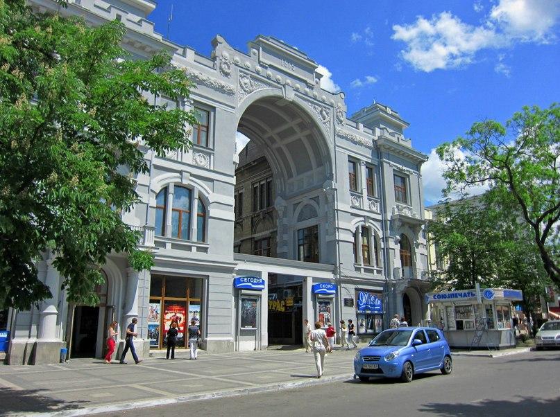 Симферопольские власти решили не переименовывать кинотеатр имени Шевченко